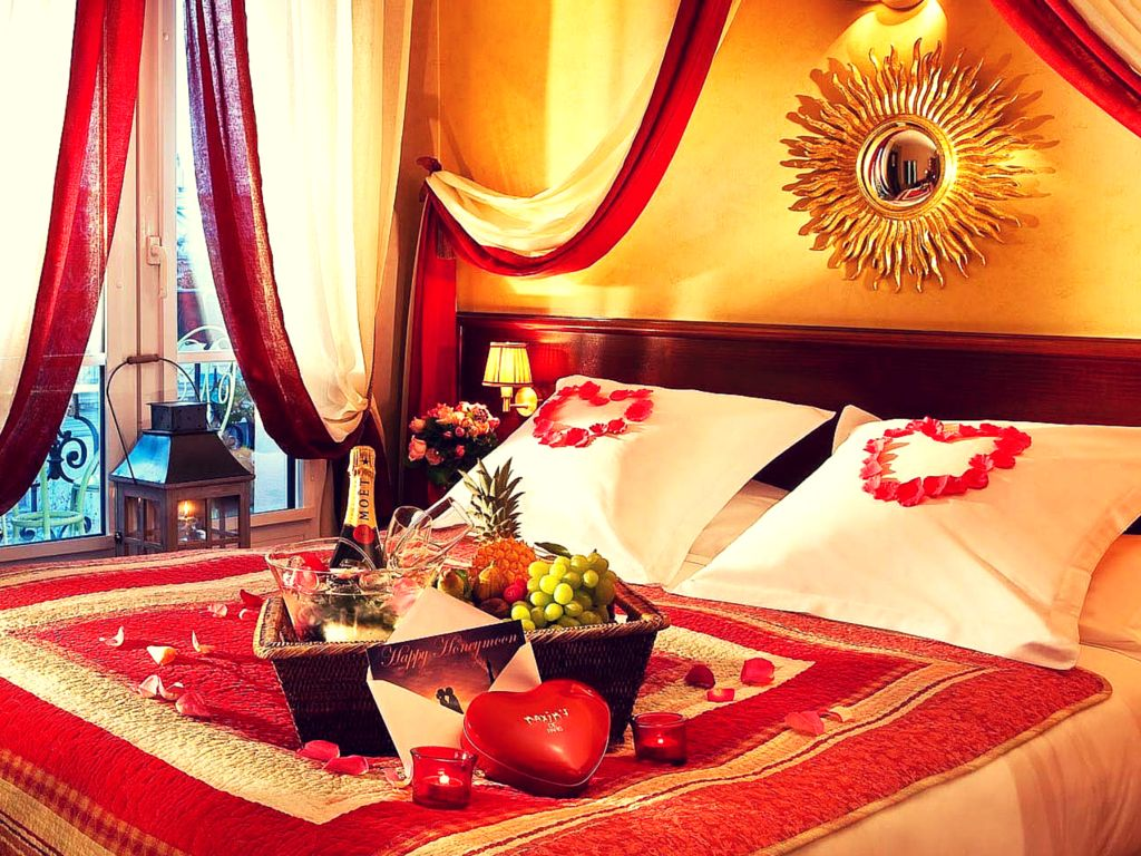 Methods to make your bedroom more seducing and romantic for Room decor ideas for birthday