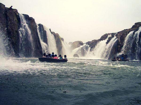 Hogenakkal Falls Beautiful Place in India