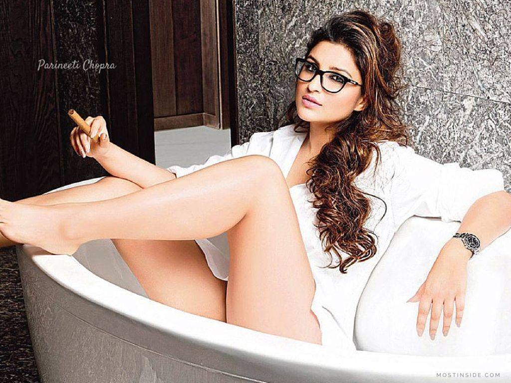 parineeti chopra top 9 hot looks