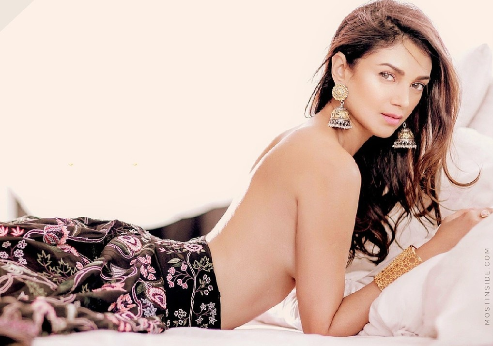 Top 10 Aditi Rao Hydari Hot Looks